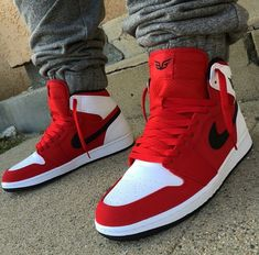 Sneakers have been a part of the world of fashion for longer than you may realise. Modern day fashion sneakers carry little similarity to their earlier predecessors however their popularity remains undiminished. Tenis Nike Air, Nike Air Shoes, Air Jordan Shoes, Jordan Shoes For Men, Adidas Nmd, Nike Socks, Hype Shoes, Men's Shoes, Shoe Boots