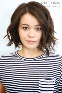 22 Hottest Short Hairstyles for Women 2020 - Trendy Short Haircuts to Try - Hairstyles Weekly Popular Short Hairstyles, Girls Short Haircuts, Bob Hairstyles For Fine Hair, Haircut For Thick Hair, Short Hair With Bangs, Short Hair With Layers, Hairstyles Haircuts, Short Hair Cuts, Bob Haircuts