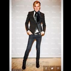 Rockin' it in Black Saint Laurent @sl.paris @saintlaurentparis jeans and boots, vintage @sl.paris by @tomford velvet scarf and my favorite @gap belt from High School #mid-wintergala @legionofhonor sponsored by @dior #SanFrancisco @nmevents #nmsanfrancisco check me out @Townandcountrymag.com Thanks for the great pic @drewaltizer