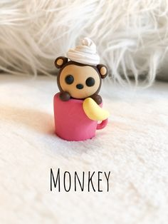 Polymer clay monkey in a cup with whipped cream Polymer Clay Figures, Polymer Clay Animals, Polymer Clay Miniatures, Polymer Clay Kawaii, Polymer Clay Charms, Diy Clay, Clay Crafts, Clay Turtle, Biscuit