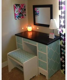 Cute teal makeup stand