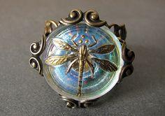 beautiful antique button...