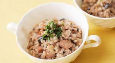 雑穀のリゾットのレシピ。材料は米、雑穀米、鶏もも肉、しめじ、粉チーズなど。作り方だけでなく、全レシピにカロリーや栄養価情報つきでダイエットや健康管理に便利!雑穀のリゾットの簡単おいしいプロの技やコツも!