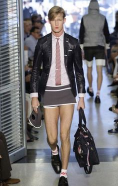 ideas for how to wear skirts casually tights Guys In Skirts, Men Wearing Dresses, Look Fashion, Mens Fashion, Men In Heels, Man Skirt, Tennis Skirts, Androgynous Fashion, Costume