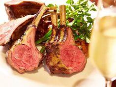 Tokyo Calendar ワカヌイ グリル ダイニング バー 東京 Wakanui Grill Dining Bar Tokyo 肉好きのハートをわし掴みにしている、ニュージーランド産スプリングラム。新鮮なブラッティーナチーズや旬の野菜を使った前菜も素晴らしい。 #東京カレンダー #東カレ #ラム #芝公園#ワカヌイグリルダイニングバー東京