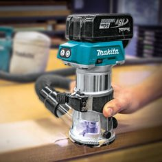 Makita XTR01T7 18V LXT Lithium-Ion Brushless Cordless Compact Router Kit with Plunge Base - Compact, lightweight and cordless. Includes the router with a plunge base, batteries, charger, edge guide and case!