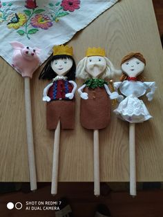 Wood Spoon, Childcare, Hobbit, Spoons, Painting On Wood, Puppets, Theater, Christmas Ornaments, Holiday Decor
