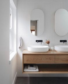 Home Albert Park Vanilla Subway Tile Houses become Homes Article Body: Having bought a house, the ne Bathroom Styling, Bathroom Interior Design, Home Interior, Interior Livingroom, Interior Plants, Interior Modern, Interior Ideas, White Subway Tile Bathroom, Modern Bathroom