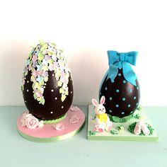 regali aziendali uova di cioccolato decorate a mano con pasta di zucchero