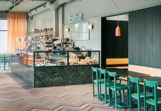 Design scandinavo a tinte pastello: un nuovo bar a Stoccolma. Colori tenui e stile nordico per il bistrot Finefood–Kärlek & Mat di Stoccolma, ristrutturato da Note Design Studio.