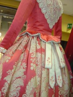 indumentaria valenciana Trajes -Folkloric dress of Valencia, Spain called falla… Beautiful Costumes, Beautiful Outfits, Pirate Garb, Moda Retro, 18th Century Dress, Costumes Around The World, Period Outfit, Baroque Fashion, Folk Costume