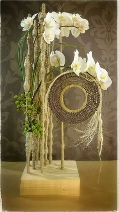 #bruidsboeket #romantic #bouquetdemariée #hautecouture #weddingbouquet #instaflowers #jewelry #fleur #flowers #florist #artfloral #floraldesign #ness #klorofyl #dilbeek #instaart #design #floraldesigner #decoration #vintage #love #peacock #artnouveau #avantgarde #love #bulldoglovers #certifiedcraft Design Floral, Deco Floral, Arte Floral, Contemporary Flower Arrangements, Creative Flower Arrangements, Unique Flowers, Beautiful Flowers, Hotel Flowers, Fleur Design