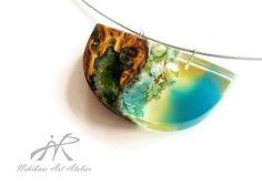 Modernist necklace exotic burl wood and resin por NikibarsNatureArt