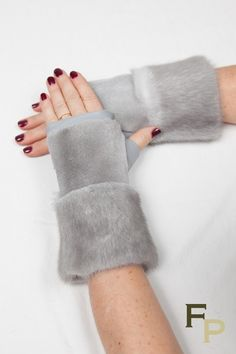 Mink Fur and Sapphire Gray Leather Mitts Designer Party Dresses, Gloves Fashion, Fur Clothing, Fur Accessories, Faux Fur Vests, Mink Fur, Leather Gloves, Fur Collars, Mitten Gloves