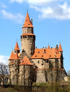 Bouzov Castle is an early fortress first mentioned in It was built on a hill between the village of Hvozdek & the town of Bouzov in Moravia, Czech Republic. Beautiful Castles, Beautiful Buildings, Beautiful Places, Chateau Medieval, Medieval Castle, Castle House, Castle Ruins, Photo Chateau, Château Fort
