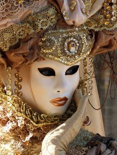 Venice Carnevale mask.              For more great pins go to @KaseyBelleFox
