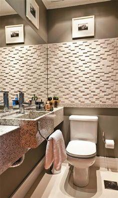 aproveitando espaços em banheiro pequeno: bancada mais estreita que a pia ajuda a ganhar alguns centímetros