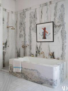 Inside a Storied Paris Apartment Designed By Isabelle Stanislas - Architectural Digest Architectural Digest, Home Luxury, Century Hotel, Design Living Room, Living Rooms, Design Apartment, Bathroom Goals, Beautiful Bathrooms, Bathroom Interior Design
