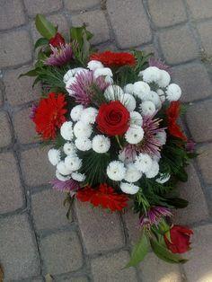 Sírdísz Floral Wreath, Wreaths, Home Decor, Floral Crown, Decoration Home, Door Wreaths, Room Decor, Deco Mesh Wreaths, Home Interior Design