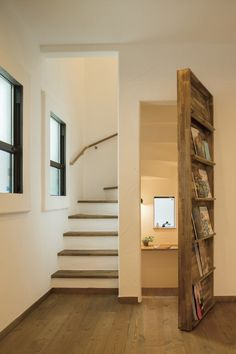 hidden room behind bookcase Home Stairs Design, Room Door Design, Dream Home Design, Home Interior Design, Secret Rooms In Houses, Hidden Rooms, House Stairs, Bathroom Interior, Home Remodeling