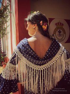 Spanish style – Mediterranean Home Decor Crochet Fringe, Crochet Scarves, Crochet Shawl, Spanish Style Bathrooms, Spanish Dance, Thrift Store Crafts, Tuxedo Dress, Mediterranean Home Decor, New Crafts