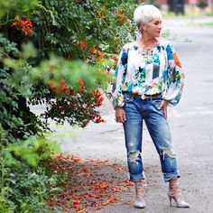 Dressed Up - Chic Over 50 Can you dress up a really distressed pair of boyfriend jeans? I say YES, absolutely! Just pick out a… Fifties Fashion, 50 Fashion, Autumn Fashion, Fashion Outfits, Fashion Tips, Fashion Trends, Fifties Style, Fall Outfits, Spring Fashion