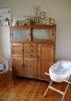 An old kitchen cabinet Primitive Furniture, Vintage Furniture, Furniture Ideas, Nursery Furniture, Rustic Furniture, Painted Furniture, Modern Furniture, Furniture Design, Antique Hoosier Cabinet