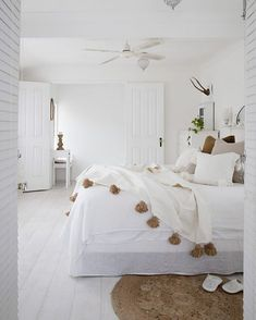 decorate dream room with teen room decor makeover and accessories Coastal Master Bedroom, Coastal Bedrooms, Master Bedroom Design, Modern Bedroom, Master Suite, Contemporary Bedroom, Warm Bedroom, Master Bedrooms, Bedroom Designs