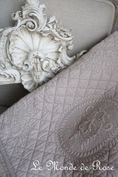 1000 images about boutis on pinterest toile de jouy quilt and bedspreads. Black Bedroom Furniture Sets. Home Design Ideas