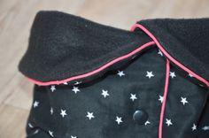 Voilà le tuto de mon &célèbre& ;-) snood bavette ! Niveau : Débutant (c'est d'ailleurs un très bon ouvrage pour commencer !) Matériel nécessaire : - polaire noire (Tissus Price) - tissu coton petites étoiles (Tissus Price) - passepoil fuschia (biais Tissus...