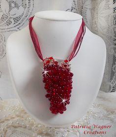 Assurément imposant avec le motif principal, ce pendentif Tendre Rouge offre un véritable jardin de belles fleurs où l'on découvre de  belles grappes de fleurs en pleine floraison. Vous pouvez le voir sur ma boutique :