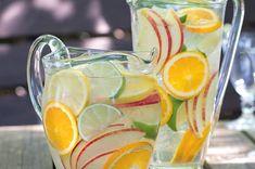 Perlivá bílá sangria s citrusy | Apetitonline.cz