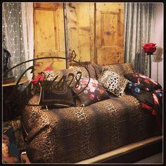 Animalier mania ... Bags, Fashion, Handbags, Moda, La Mode, Dime Bags, Fasion, Lv Bags, Purses