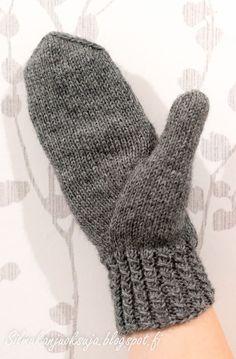 Eräänä päivänä teki mieli neuloa lapaset. Näissä harmaissa lapasissa olen kokeillut paria minulle uutta tekniikkaa; kierrejoustinta ... Cross Stitch Patterns, Knitting Patterns, Knitting Socks, Handicraft, Fingerless Gloves, Arm Warmers, Embroidery, Wool, Crochet