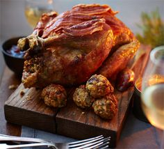 Awesome Recipe: Roast guinea fowl with chestnut, sage & lemon stuffing faraona con castagne, salvia e limone Christmas Dinner For Two, Dinner For 2, Christmas Ideas, Christmas Recipes, Christmas Nibbles, Dinner Ideas, Christmas Turkey, Christmas 2019, Christmas Christmas