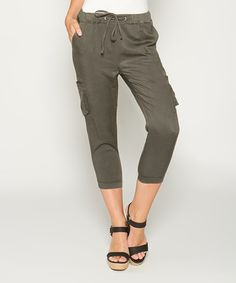 Capris in the Workplace | Capri pants | Work presentation ...