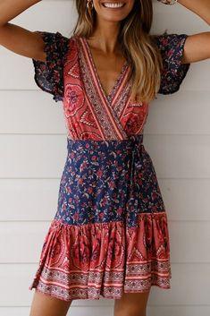 Floral dress, bohemian fashion, boho chic dresses in 2019 женская мода, пла Boho Dress, Dress Skirt, Sheath Dress, Boho Hippie, Bohemian Beach, Boho Fashion, Fashion Dresses, Fashion Clothes, Fashion Styles