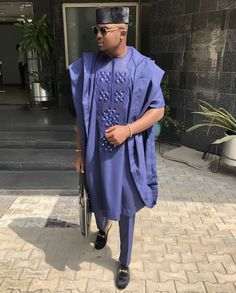 Wanna know how to dress in Agbada? Or you're simply checking out latest agbada styles for men! African Dresses Men, African Attire For Men, African Clothing For Men, African Wear, African Clothes, Nigerian Men Fashion, African Men Fashion, Mens Fashion, Agbada Styles