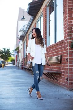 song-of-style white-blazer & ripped-skinny-jeans Song Of Style, My Style, White Blazer Outfits, Jean Outfits, New Street Style, Street Chic, Look Fashion, Fashion Outfits, Cropped Skinny Jeans