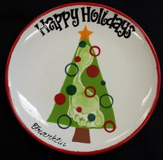 """{Photo} Un sapin de Noël sur une assiette... J'aime beaucoup l'idée d'avoir une forme """"parfaite"""" à l'arrière plan sur laquelle se rajoute l'empreinte: le résultat ne sera jamais décevant même si l'empreinte n'est pas parfaite! Maman-c-bo"""