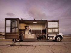The Del Popolo Pizza Truck: A transatlantic shipping container mounted on a Freightliner M2. Um, amazing!