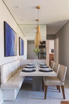 Concebido como o primeiro lar de um jovem casal com um filho pequeno, este projeto do programa Minha Casa Minha Vida oferece beleza, praticidade, conforto