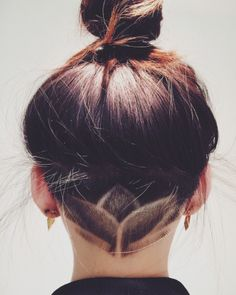There are so many undercut designs out there. We rounded up the best undercut hairstyles for women so you could find your next hair inspo. Undercut Hairstyles, Hairstyles With Bangs, Pretty Hairstyles, Summer Hairstyles, Undercut Designs, Shaved Undercut, Shaved Hair, Nape Undercut, Undercut Women