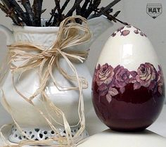 Decoupage. Elegant Easter egg.