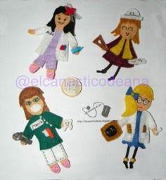 Muñequitas profesionales en fieltro: enfermera, arquitecta, odontologa y profesora.