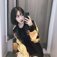 Hair short ulzzang style fashion 62 New ideas Short Hair With Bangs, Girl Short Hair, Hairstyles With Bangs, Trendy Hairstyles, Short Hair Styles, Korean Short Hair Bangs, Ulzzang Fashion, Korean Fashion, Ulzzang Style