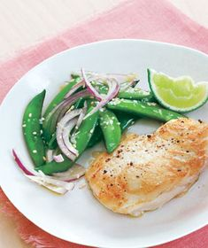 Nutritious Snack Tips For Equally Young Ones And Adults Halibut With Sugar Snap Pea Salad Trying To Cut Back? These Tasty Dinners All Clock In At Less Than 400 Calories Per Serving. Halibut Recipes, Fish Recipes, Seafood Recipes, Cooking Recipes, Dinner Recipes, Dinner Ideas, Cooking Tips, Easy Low Calorie Dinners, Gourmet