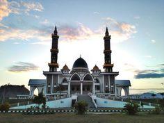 sore hari di depan Masjid Agung Darussalam  Lokasi: Taliwang, Kabupaten Sumbawa Barat, Provinsi NTB, Indonesia