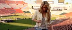Shakira Compartilha Vídeo Chutando Bola