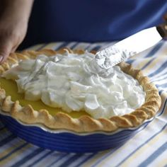 Tasty Lemon Meringue Pie The recipe for this yummy lemon pie comes from my grandmother. It's a lovely, special dessert that feels like home. Lemon Desserts, Köstliche Desserts, Delicious Desserts, Dessert Recipes, Meringue Desserts, Chocolate Meringue, Holiday Desserts, Brownie Desserts, Pie Recipes